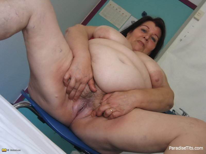Порно фото очень жирные старухи стоят раком