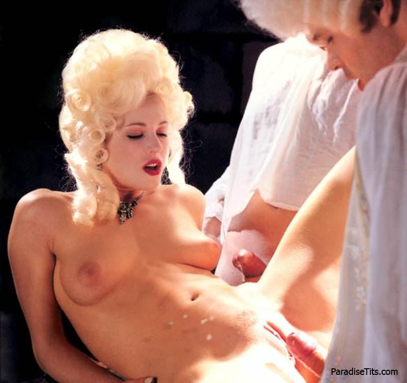 u-devchonok-pod-platem-erotika-foto