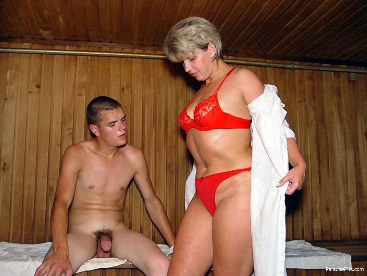 Секс в бане смотрите порно на СексДевок.com