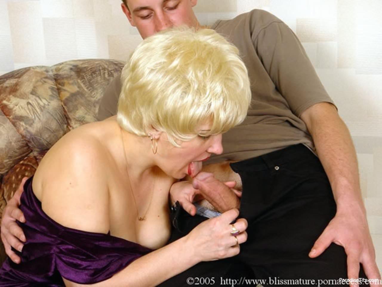 Фото зрелая пристает, Порно фото зрелые тёти в трахе с племянником 9 фотография