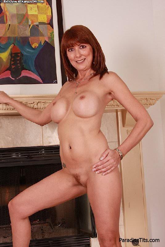 Порно фото классных не натуральных больших сисек зрелой женщины