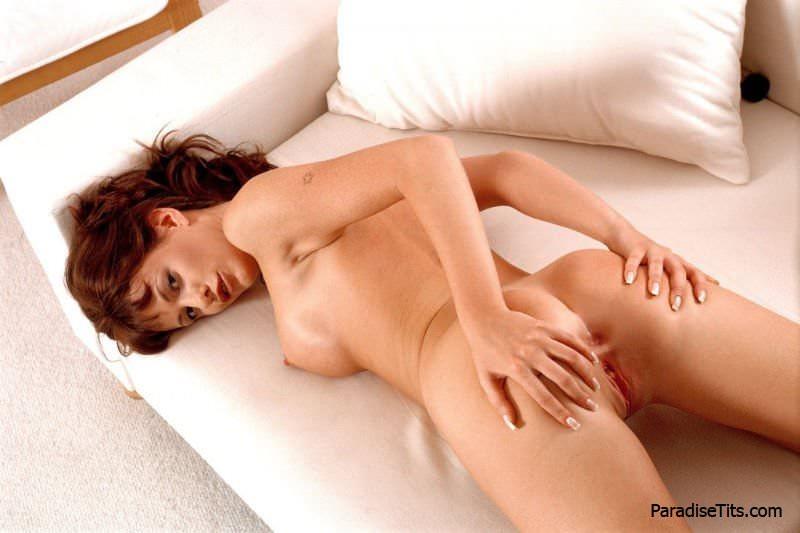 Фото ебли раком фаллосом в пизду и анал от классной девушки