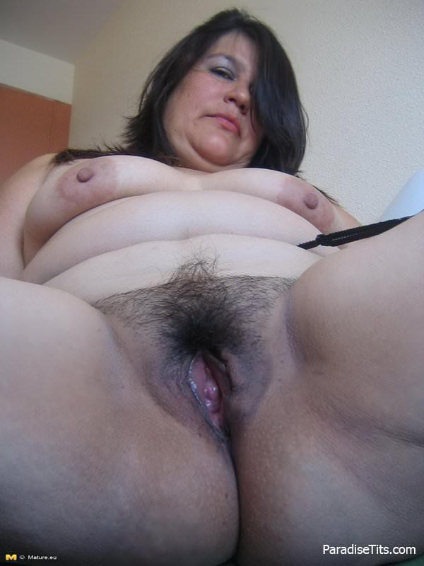 Фото голых толстушек раком с волосатой вагиной
