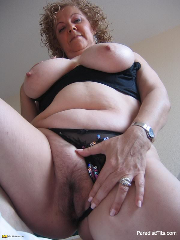 Порнофото красивой волосатой пизды с крупными половыми губами фото 173-787