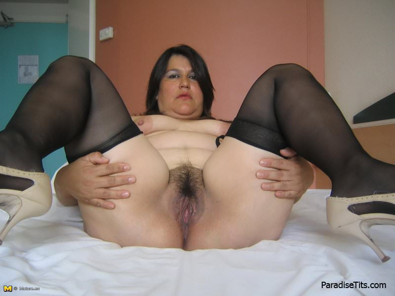 порно с толстыми в чулках и с волосатой пиздой