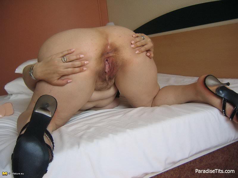 Женщины раком стоят порно фото