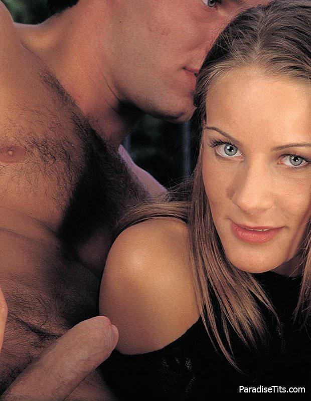 Порно фото секса троих: зрелой красавицы-блондинки с двумя парнями, кончившими ей в рот
