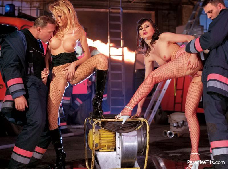 временем эротическая пожарница порно руки гладили