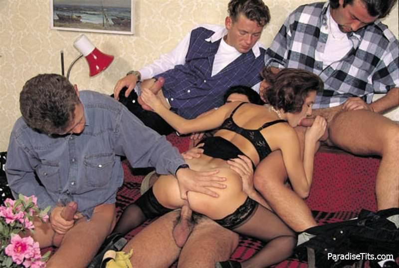 prostitutka-obsluzhivaet-klienta