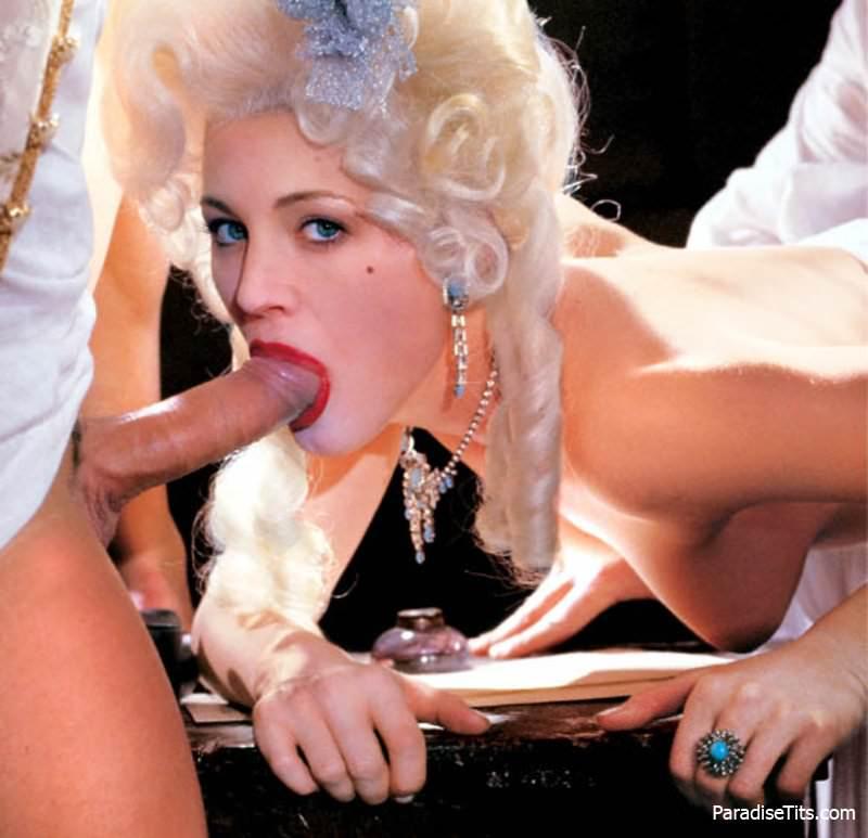 Смотреть ретро порно фото, где развратная леди лижет толстые пенисы кавалеров и принимает их в дырках
