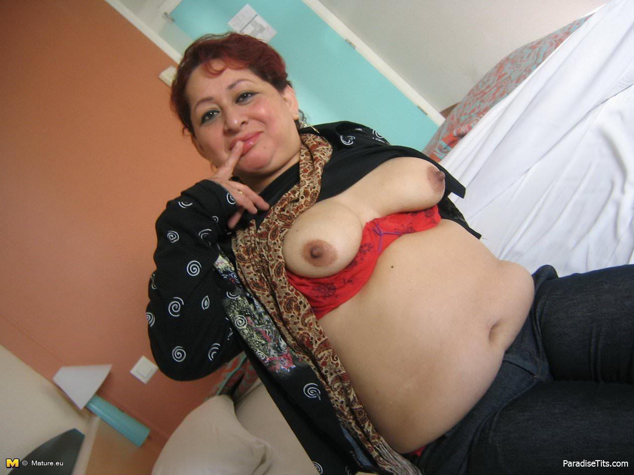 грудь молодой тёти