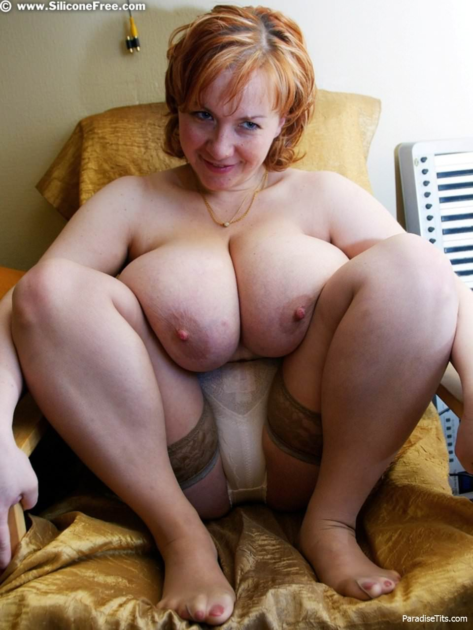 толстая баба в чулках