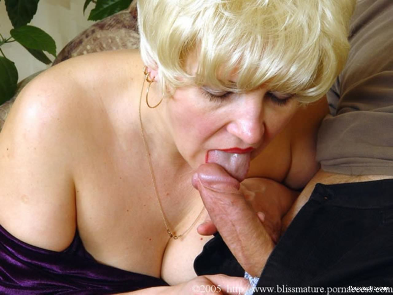 порно фото тетя в возрасте обожает молодой член - 3