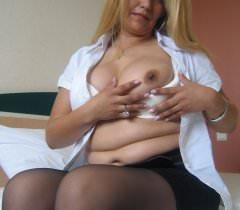 Развратная и зрелая русская баба решила показать свою щель для новой коллекции порно фото