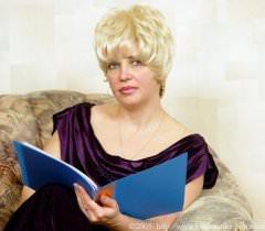 Озабоченная сексом русская тетка трахнула двоих племянников прямо дома на порно фото