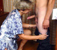 Лучшие домашние порно фото с почти невинными забавами развратной тетушки и похотливого племянника