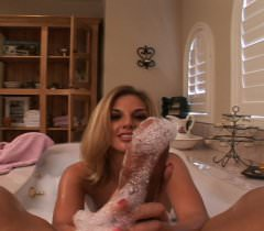 На порно фото развратная блондинка принимает в рот сперму после клевого траха в позе наездницы