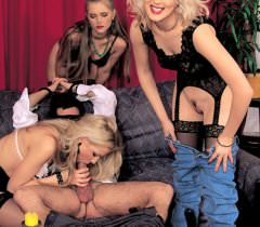 Пикантные порно фото группового секса мужика и троих развратных лесбиянок