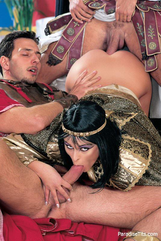 Бесплатное фото где римляне взяли египтянку в плен и выебали в анал