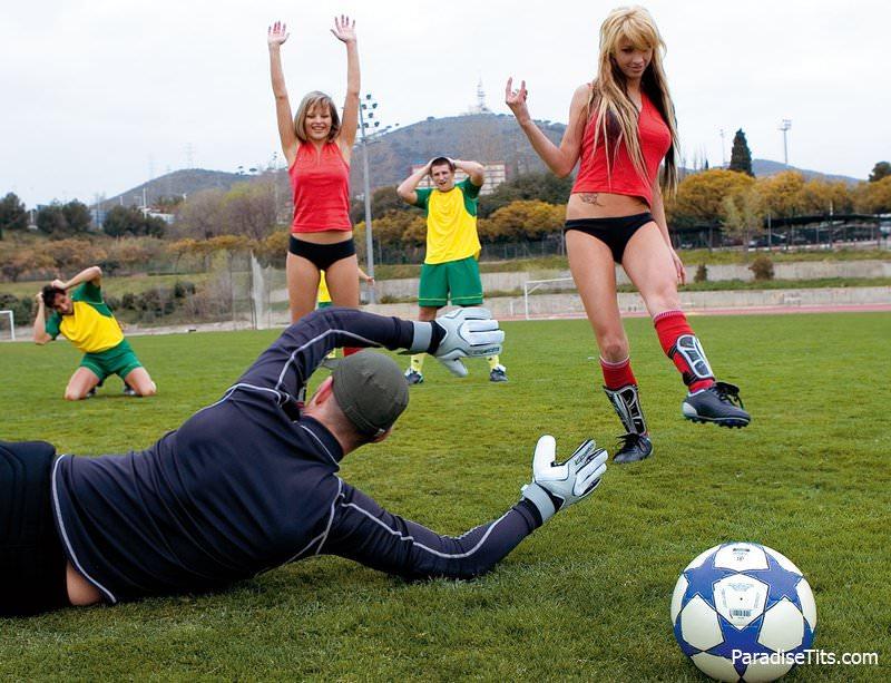 секс на футбол поле - 9