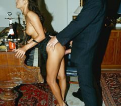 Аристократическая девушка и её парень занимаются красивой еблей на фото