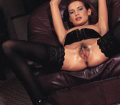 Стройная бейба в черных чулочках красиво занимается сексом на порно фото