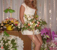 На домашних порно фото молодая русская женщина игриво позирует обнаженной, желая сочного траха