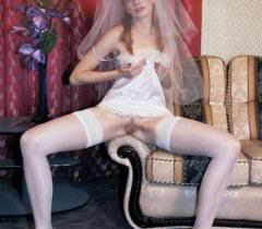 Горячие порно фото, где похотливая невеста дико трахается с пареньком