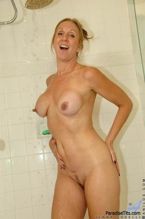 Зрелые женщины мастурбация в душе фото 680-220