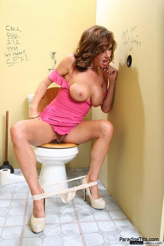 Очень пошлые фото дикого орального секса в туалете