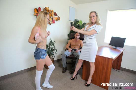На сладких порно фото молодая дочь и её мамка занимаются дикой еблей с типом