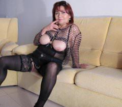 Сочные фото зрелой чувихи в чулках для тех, кто любит смотреть на спелых женщин