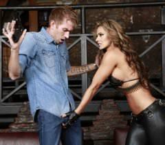 Бесплатные фото секса в хорошем качестве, где безумная разбойница трахнулась со своей жертвой