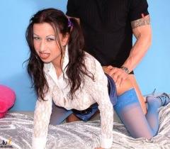 Развратная чертовка в синих чулках дико трахается на эротических фото