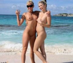 Прекрасные молодые нудистки показывают сочные голые тела на порно фото