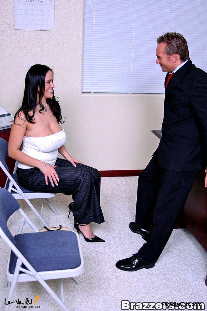 Фантастические и пышные красавицы поебались с мужиком и получили сперму на фото