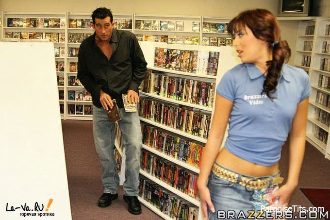 Мужик случайно поимел похотливую шалунью прямо в магазине дисков - только качественные порно фото