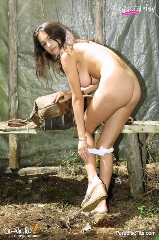 Фотогеничная порно модель показала, что сзади у нее просто божественные прелести
