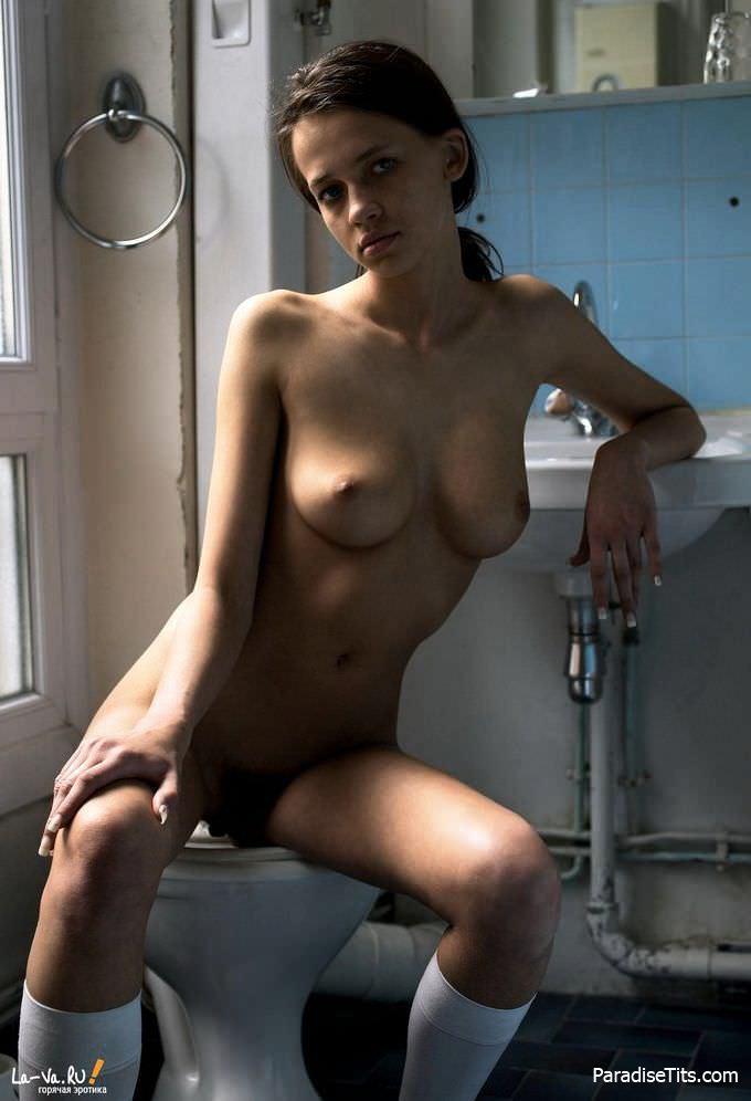 Необычайно красивая волосатая пизда русской девахи просит ебли - эксклюзивные эро фото