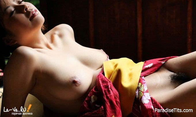 Шок: профессиональная гейша согласилась показать качественный и красивый азиатский стриптиз на порно фото