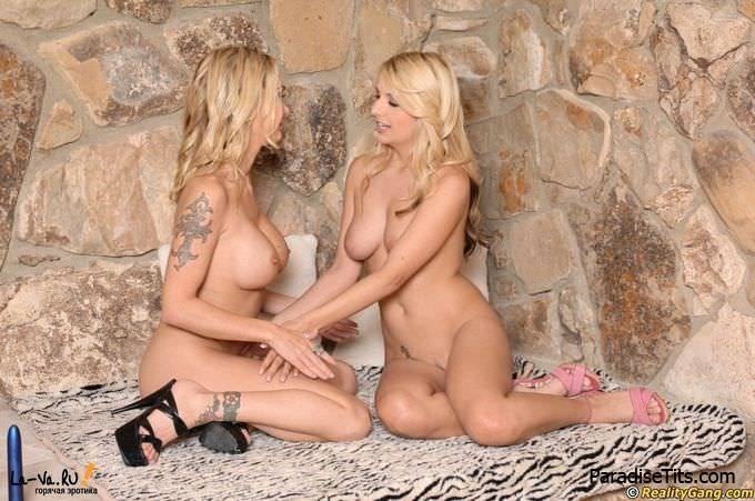 Две голые лесбиянки дали всем посмотреть на свои безумные ласки, куник и трах самотыками на фото