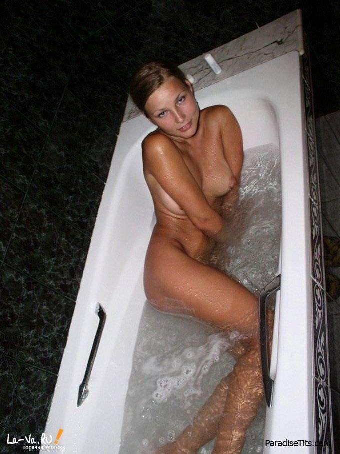 Откровенная домашняя порнуха блондинки и шикарные качественные фото брюнетки - кто же победит?