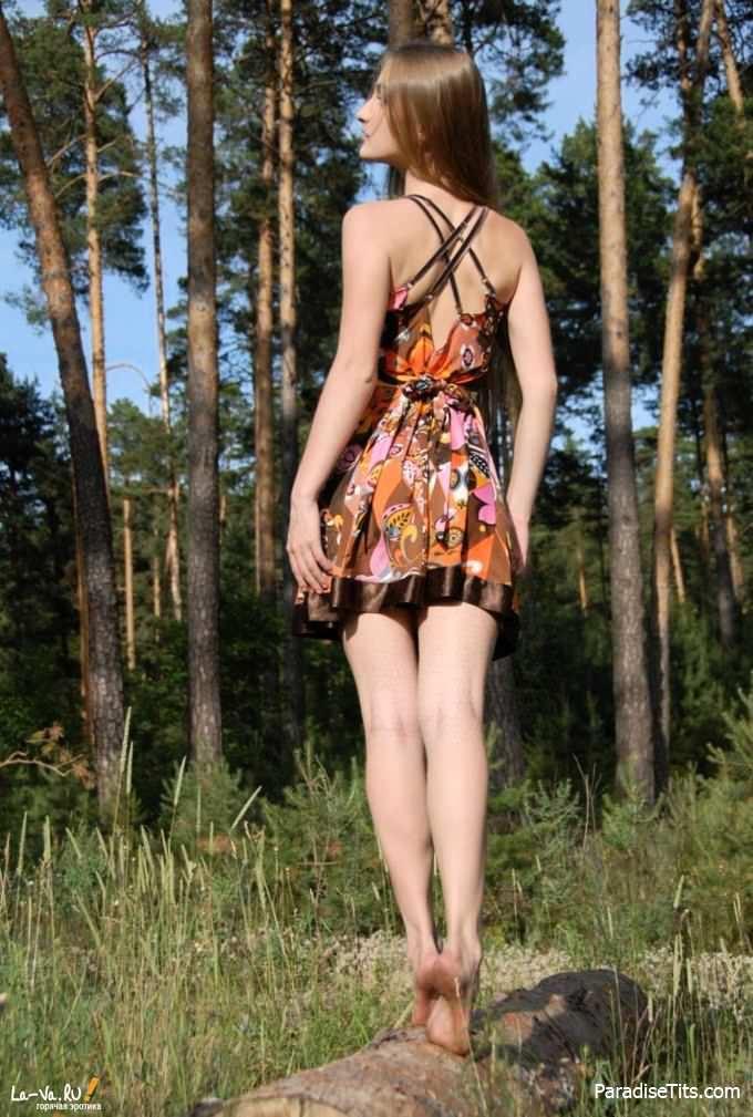 Крутейшая подборка с русской девушкой, которая решила выставить свою сочную пизду с небольшим количеством волос на фото