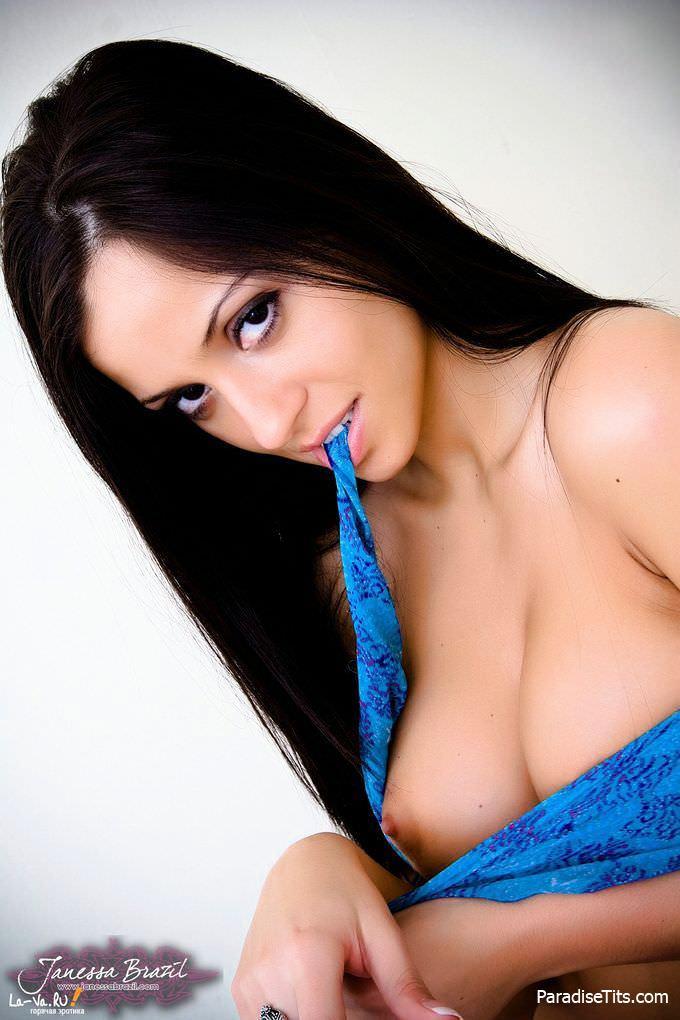 Сладкая порнуха, где девушка занимается дрочкой пизды и выставляет всё это на фото