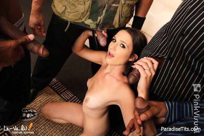 Молодая шлюха показывает дикое порно на фото, отдаваясь по полной ебли с неграми