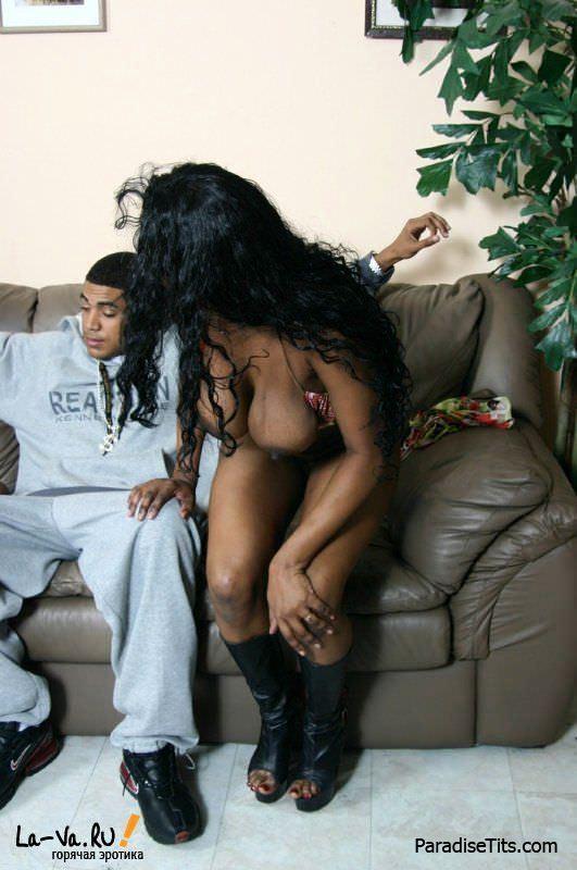Фото, где молодые африканские девушки ублажают страстного самца и тащатся от безудержной дикой ебли