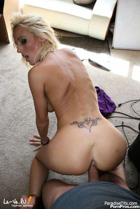 На частных фото блонда тащится от дикого минета и траха со спермой