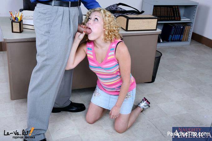 Эро фото, где страстная девушка делает минет и трахается на работе