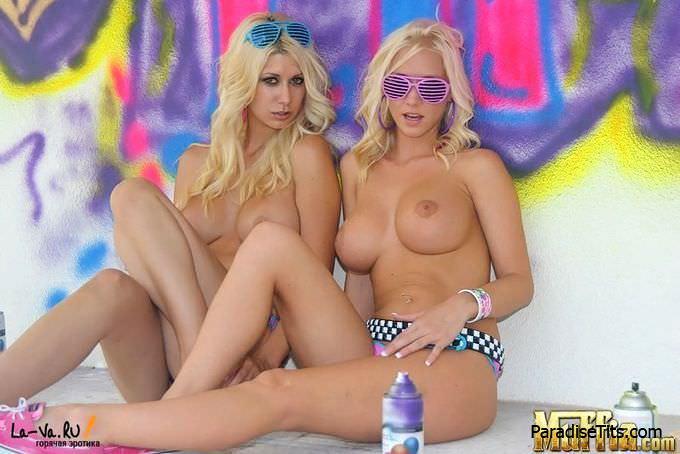 Две соблазнительные девки лижут сочные пёзды на бесплатных фото