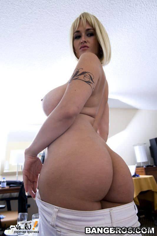На крутых порно фото страстный чувак дико поимел голую жену